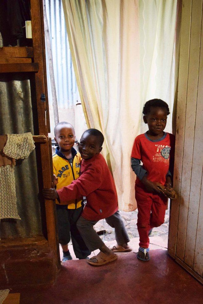 Children crowding the door into Tuungane Pamoja's workshop, 2016. (c) Colleen Briggs